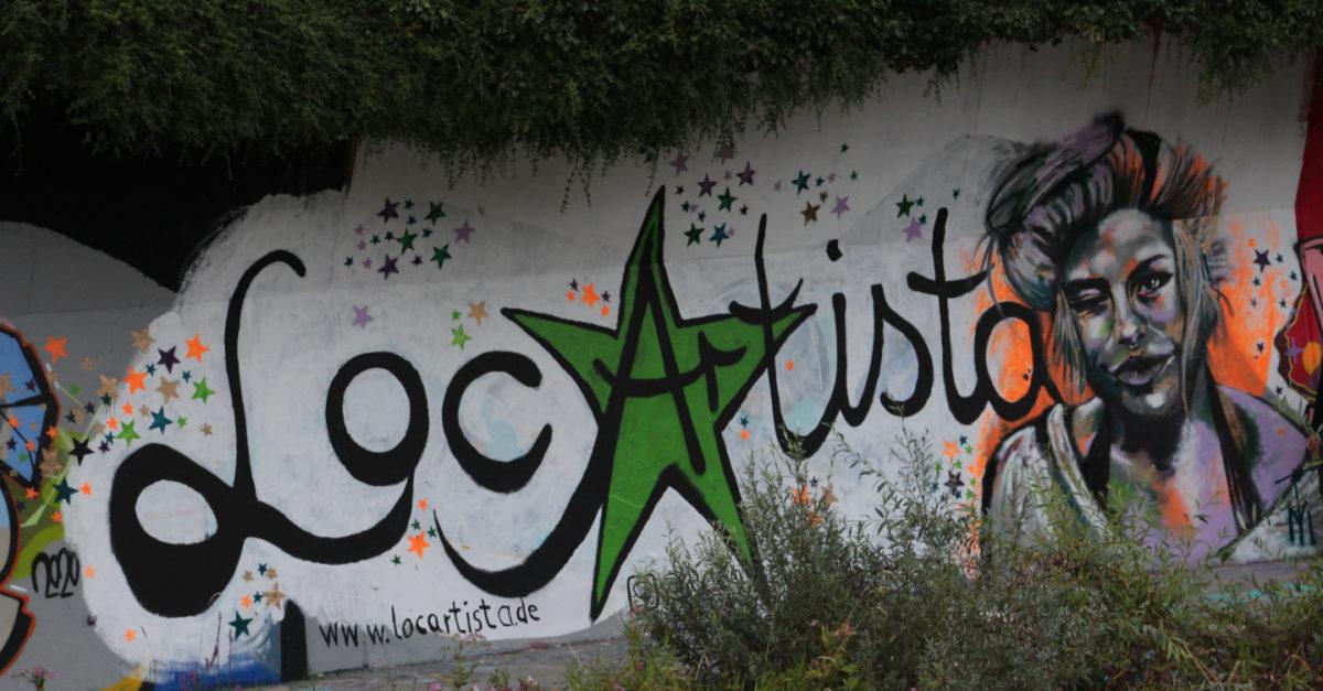 Bild von LocArtista Logo und Konterfei einer jungen Frau